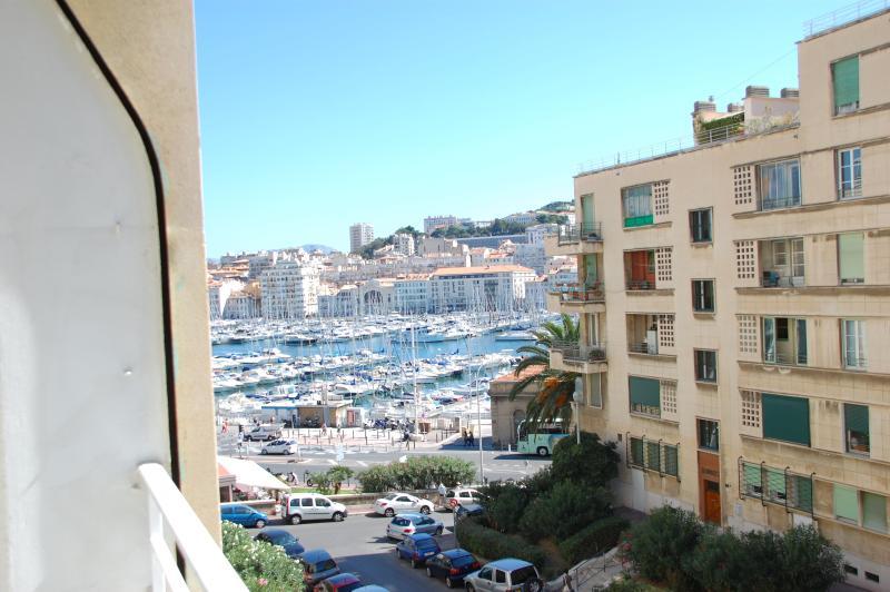vue du balcon sur le vieux port