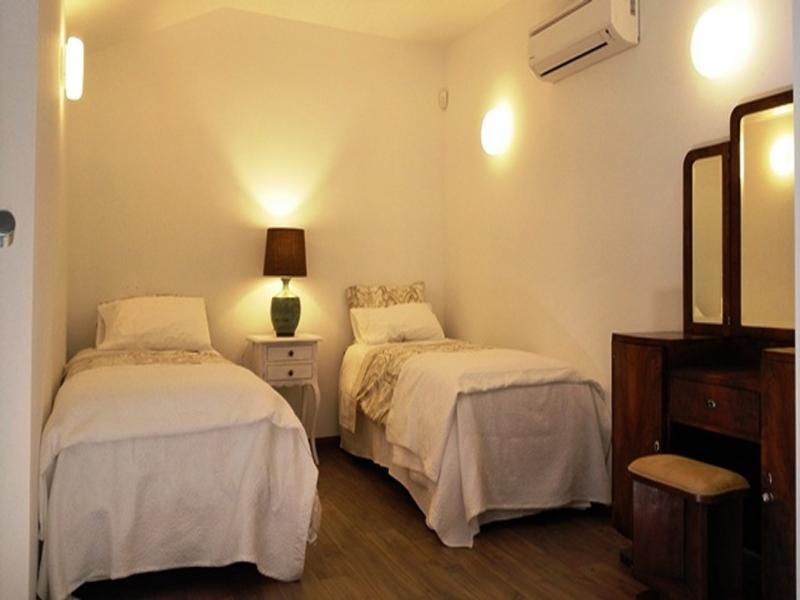 Casa Alva Quarto Ocre, location de vacances à Aljezur