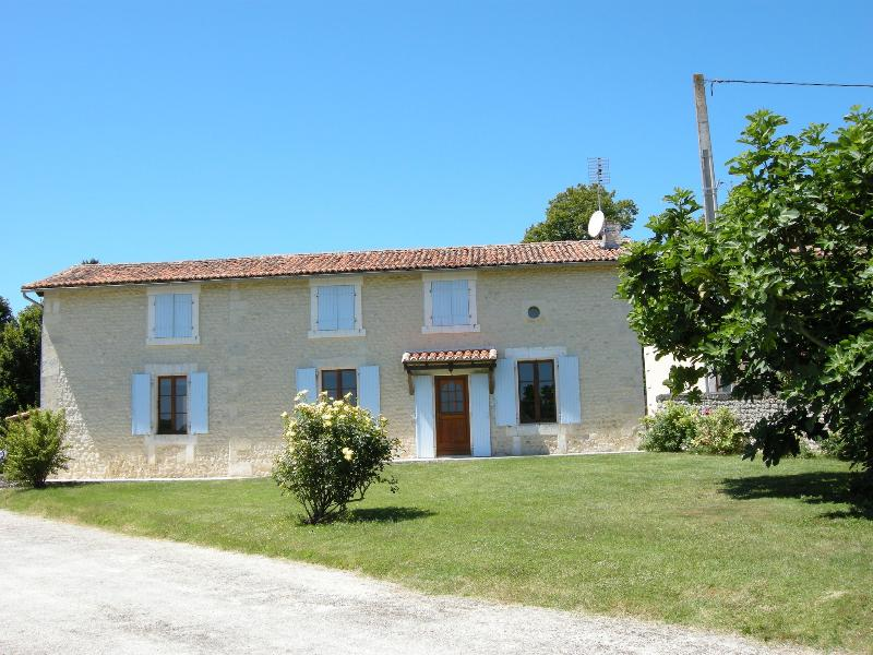 La Petite Anglade, holiday rental in Brie-sous-Chalais