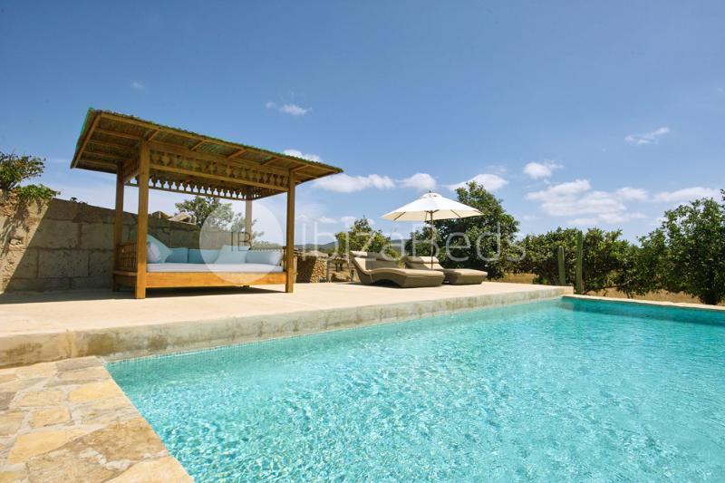 Calm Oasis Villa, holiday rental in Sant Antoni de Portmany