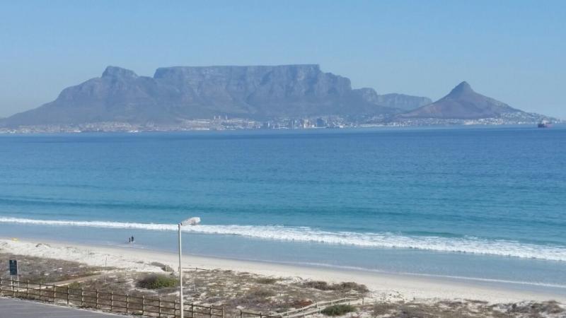 Frente a la playa con vistas al mar