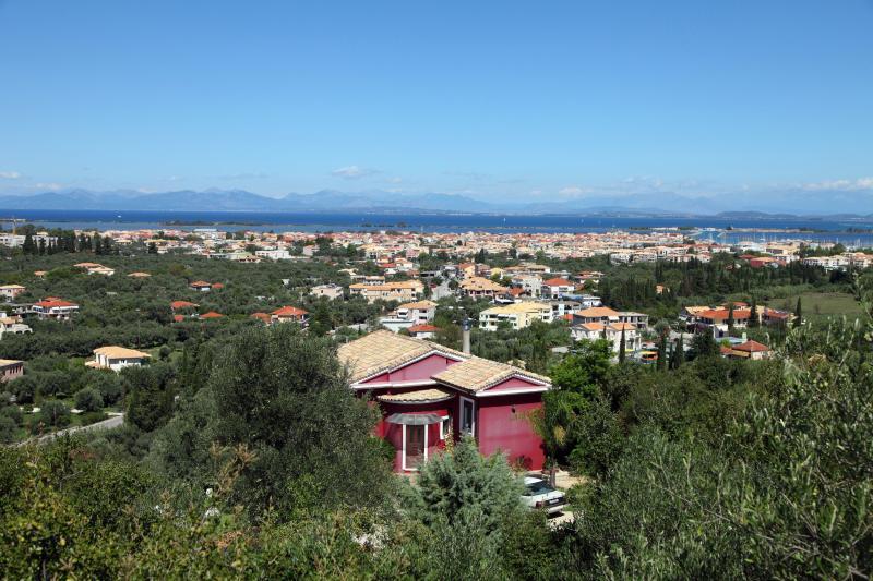 Villa Dioni, com vista para o mar Jónico, a cidade, em frente a Preveza e Lefkada canal