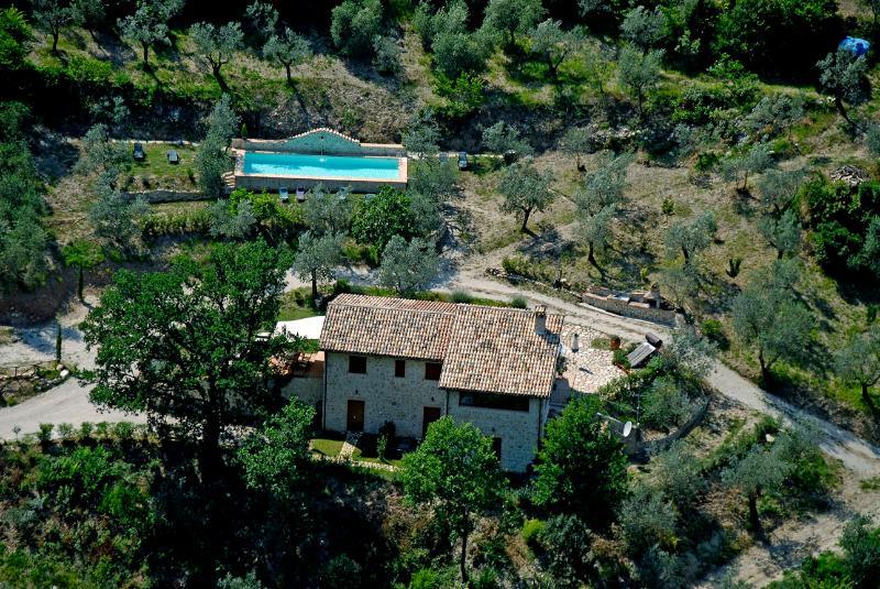 IL Castello appartamenti - L'olivo parco del Nera, location de vacances à Precetto