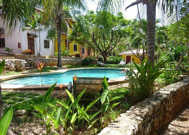 Costa Rica Rental Villa, 2BR condo, Pool, Central Location, alquiler de vacaciones en Villarreal