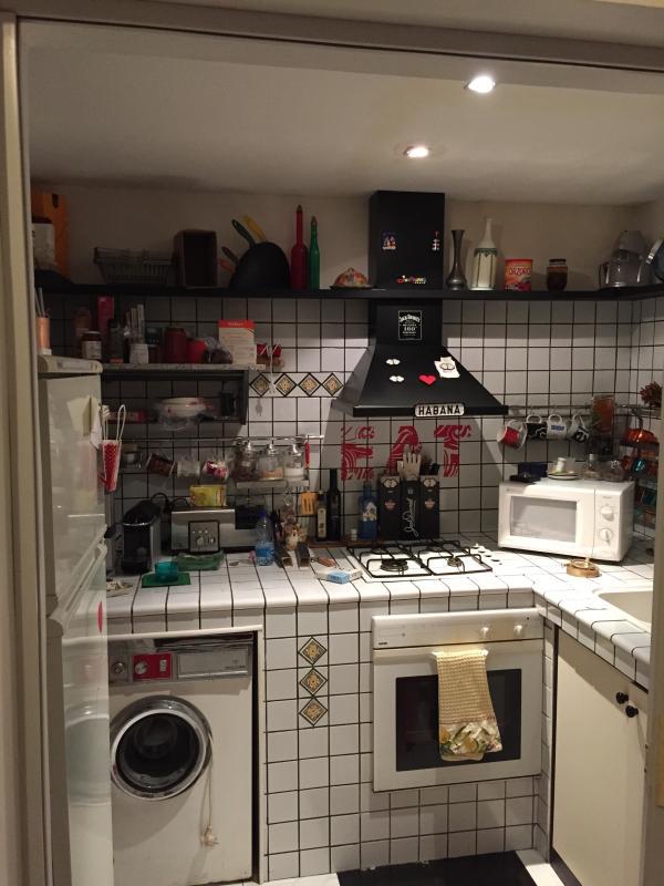 Cucina forno, micronde, frigorifero utensili da cucina e stoviglie