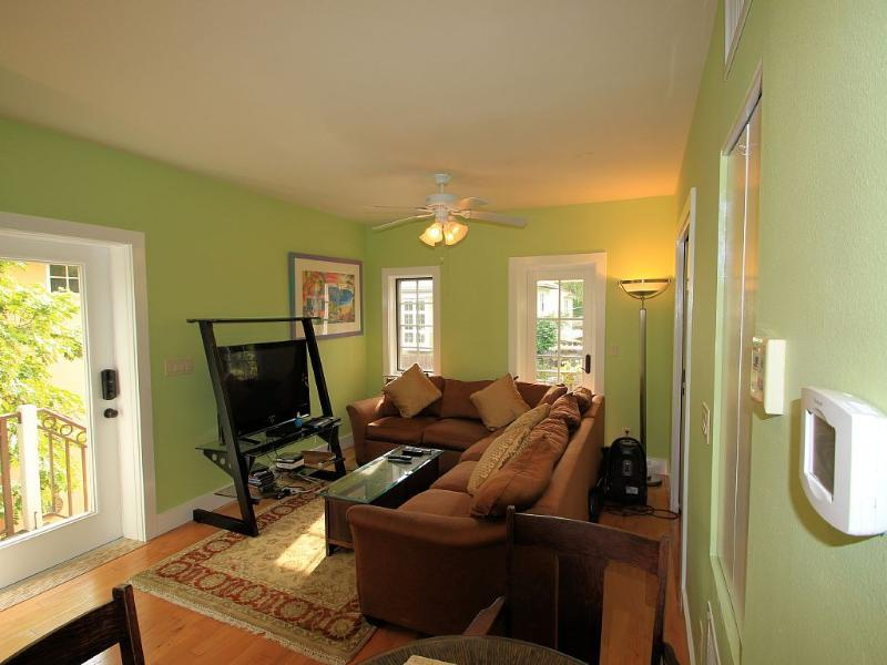 Light and Airy and Private, Great Location, vacation rental in Sarasota