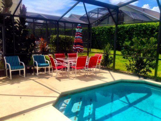 Limpia, la piscina climatizada sin cargo adicional!