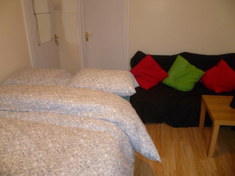 LONDON CITY BIG STUDIO, SLEEPS 2-5, CLOSE TO CITY., location de vacances à Ilford