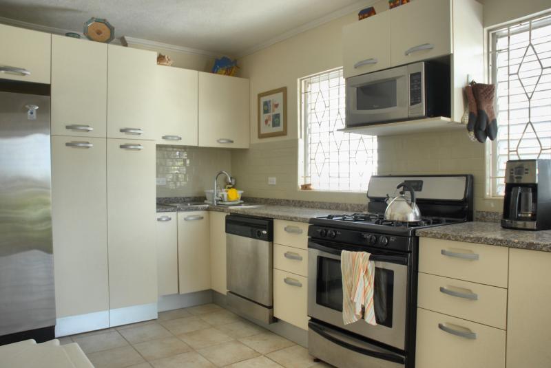 Rymliga väl-utrustat kök
