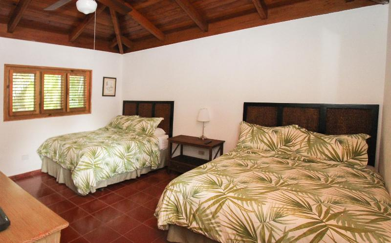 3 bedrooms each with 2 Queen size beds