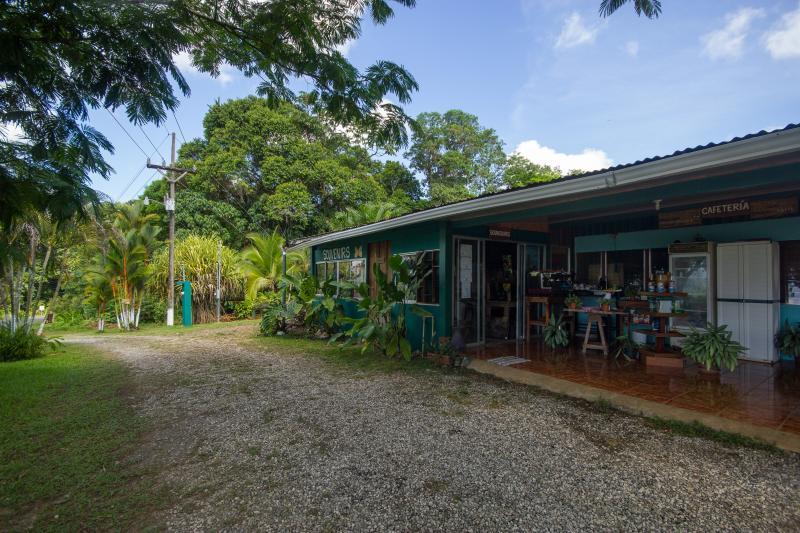 Area de  la Cafeteria en el Mirador Osa