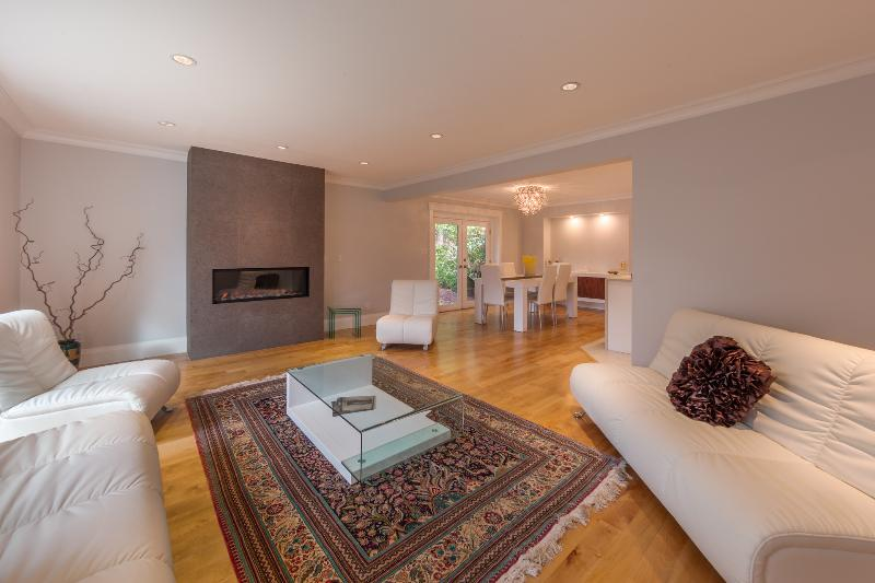 High End Luxury Home in Vancouver!, holiday rental in Britannia Beach