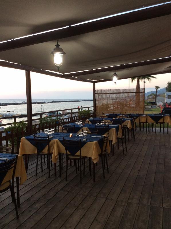 Really nice, family run, restaurant/cafe on beach