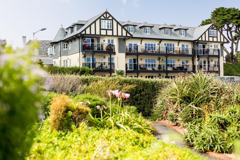 The Quarterdeck is a 5 Star apartment with reserved off road parking and WiFi