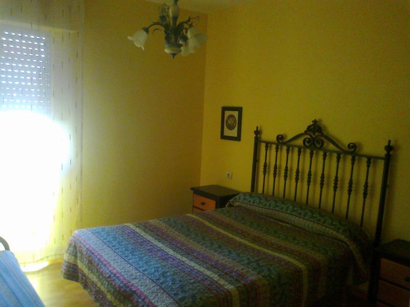 Dormitorio de matrimonio (cama de matrimonio de 135 cm)