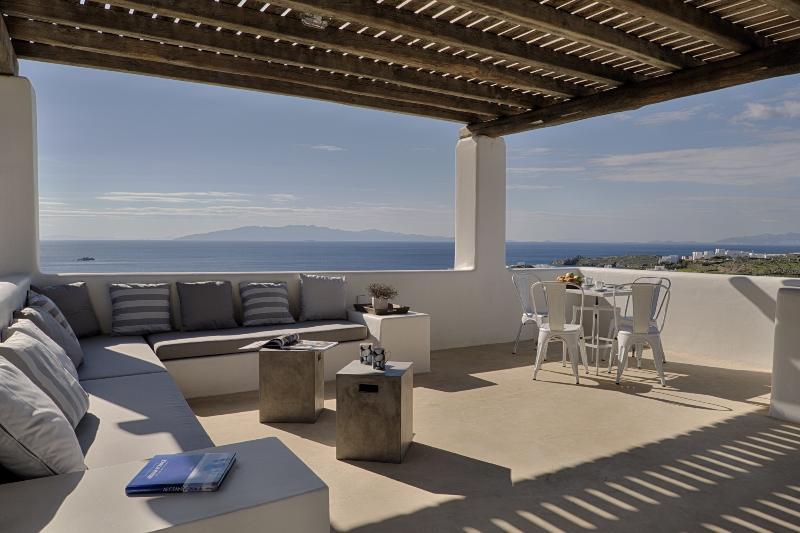 Master bedroom veranda: panoramic view of the Aegean Sea