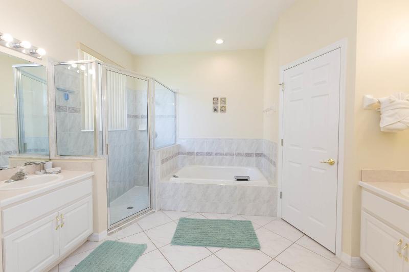 Suite Master (1) salle de bain avec elle et lui vanités