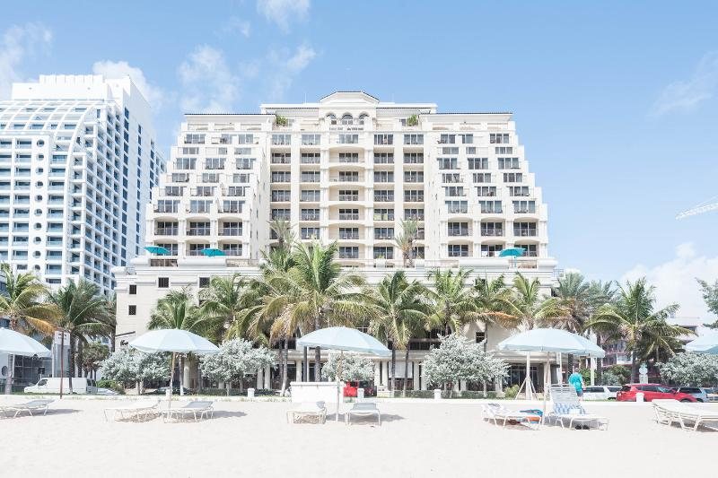 LUXURY 5 STAR CONDO HOTEL DIRECTLY ON THE OCEAN, alquiler de vacaciones en Fort Lauderdale