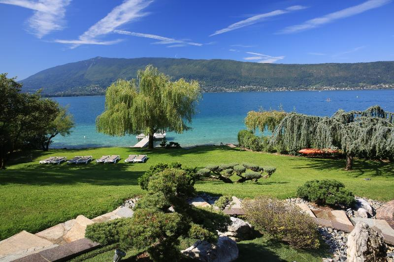 5 Star waterfront villa Le France for 10 p. Annecy, holiday rental in Alex