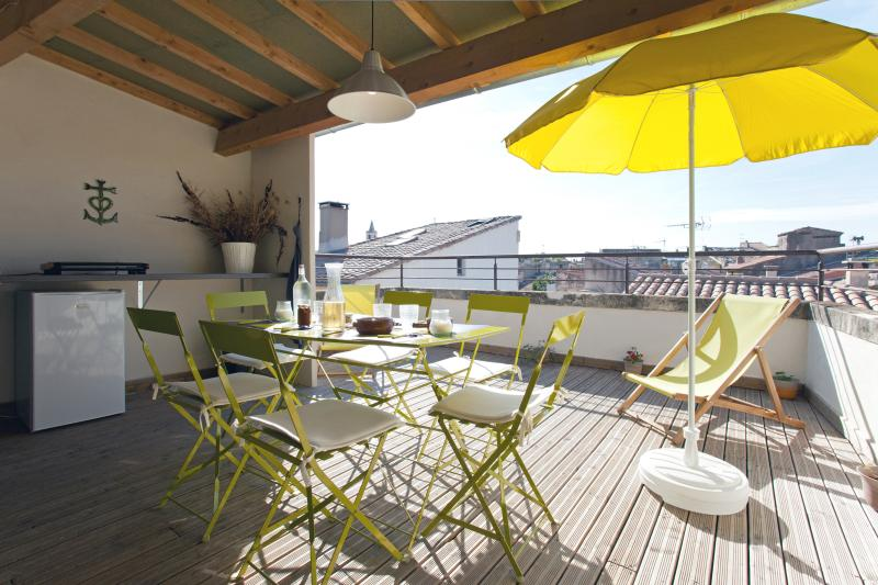 Town house with sun terrace, near the sea, vacation rental in Arles