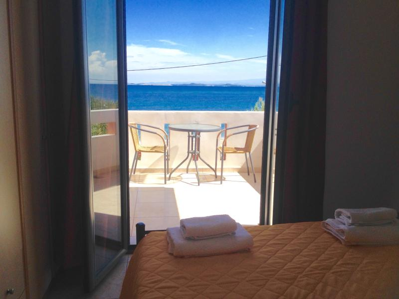 bedroom with one double bed and balcony with sea view