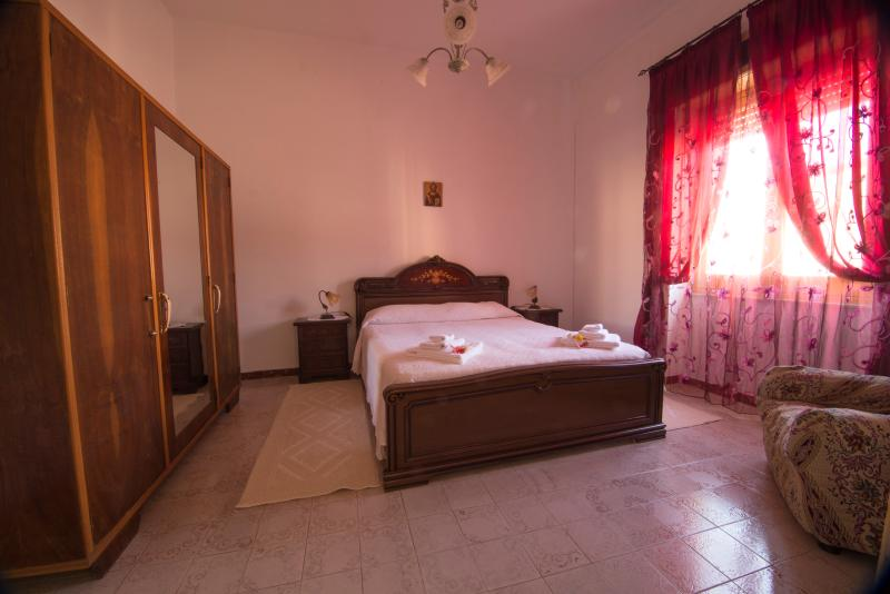 la rosa  I.U.N.  E7171, holiday rental in Nughedu Santa Vittoria