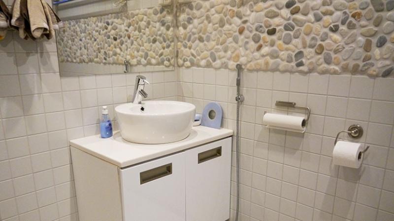 2nd Shower room