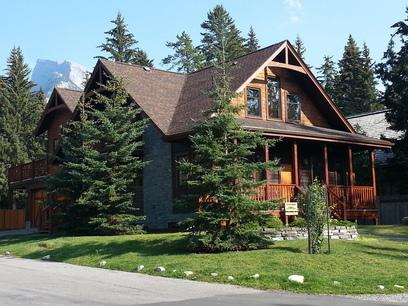 Banff Bear Bed & Breakfast Suite, vacation rental in Banff National Park