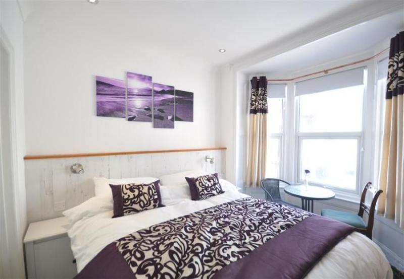 Weymouth house rental - Master Bedroom with en-suite and walk in dressing room