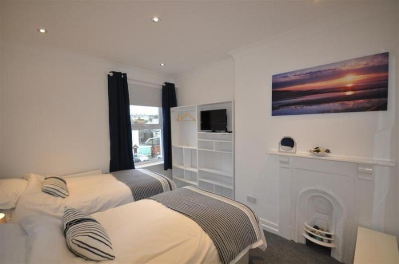Weymouth house rental - Bedroom 4 twin beds