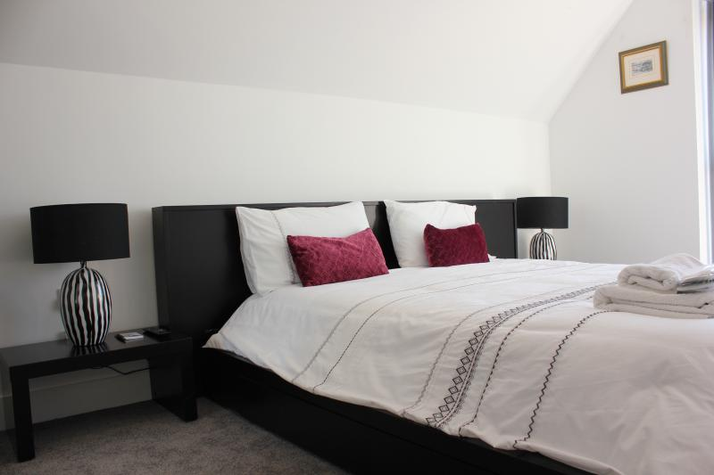 3 The Copse - Euro King Size Bedroom