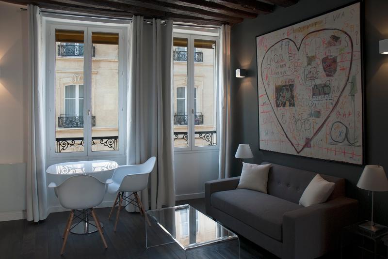 New design apartment in Montorgueil, holiday rental in Saint-Denis