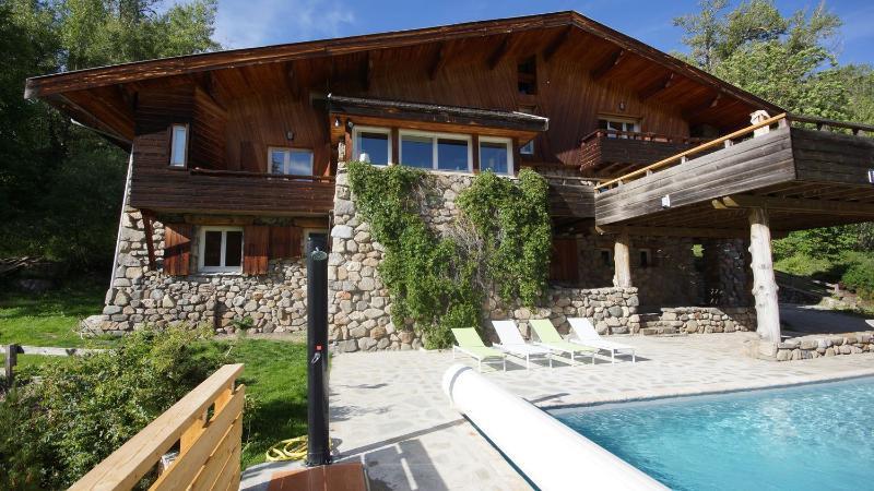 LE GRAND CHALET SERRE CHEVALIER - 420 m2 - PISCINE, holiday rental in La Salle les Alpes
