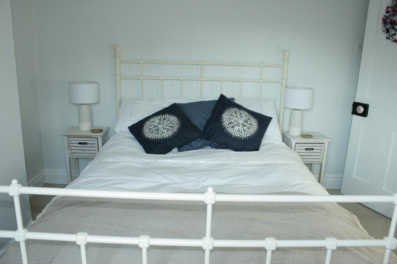 Double room with comfy bed and beautiful Egyptian cotton bedding