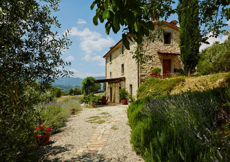Covivoli - house and pergola (and Caprese Michelangelo in the distance)
