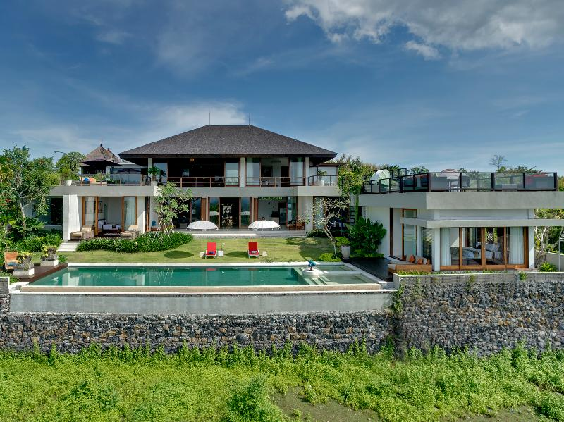 Villa Aiko, 4BR, Jimbaran, holiday rental in South Kuta