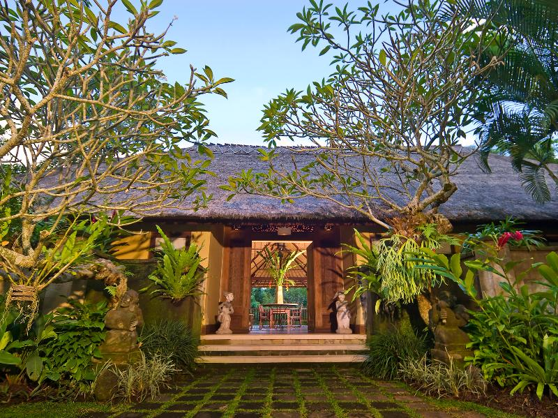 Villa Alamanda, 4BR, Ubud, holiday rental in Blahbatuh