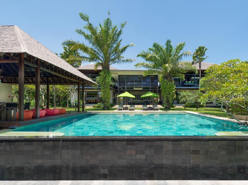 Bendega Nui - Pool to villa view