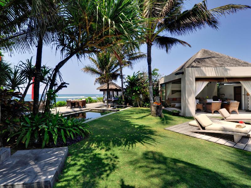 Majapahit Villas - Villa Maya - ducha en el jardín