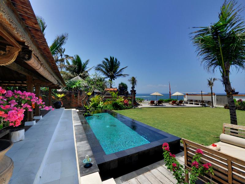 Majapahit Villas - Villa Maya - Suite nupcial y el jardín