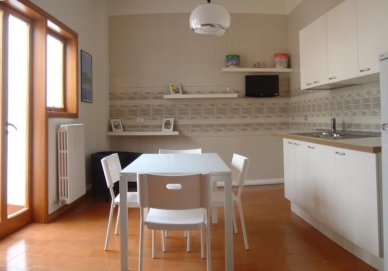 Polignano a mare, 'White Flowers' house, Ferienwohnung in Polignano a Mare