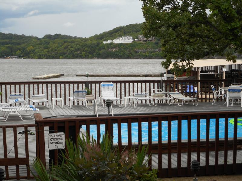 vista desde la piscina de lago