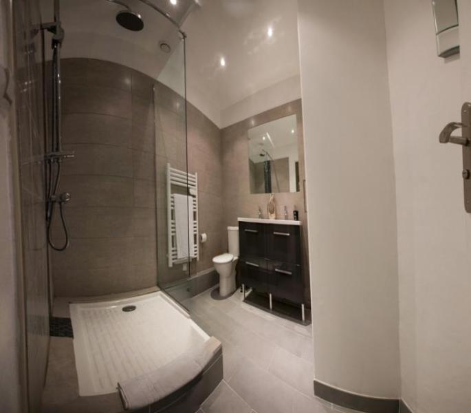 Salle de bains salle d'eau de la troisième chambre