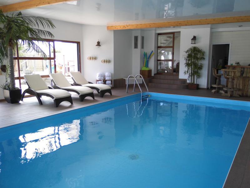 Villa Perros à 300m de la mer avec sa magnifique piscine privée, location de vacances à Brignogan-Plage