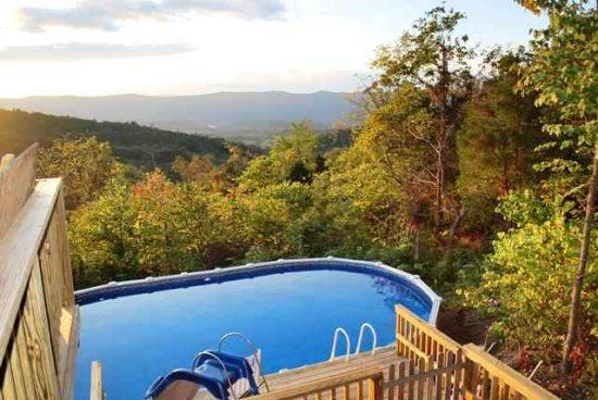 Mountain Charm-Enjoy the views from the Pool!, holiday rental in Bentonville