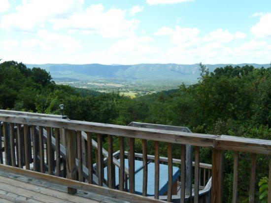 Bear Pad- Gorgeous Views!, holiday rental in Bentonville