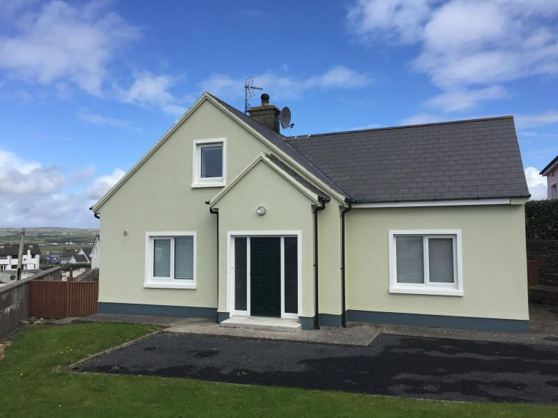 3 bed gem in great location in Lahinch, casa vacanza a Lahinch
