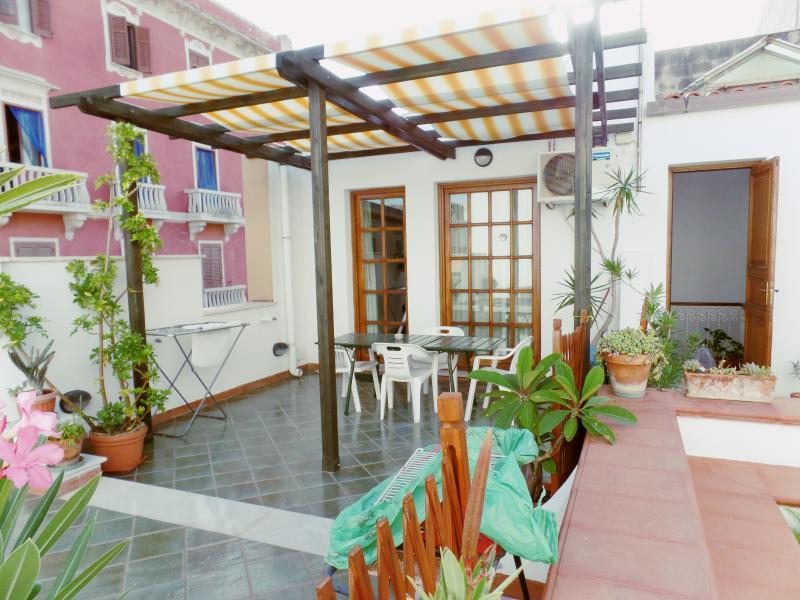 La Mansardina in centro, location de vacances à Casa Milazzo
