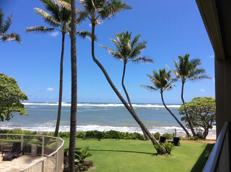 Beautiful Oceanview Condo-Steps to the Beach, alquiler de vacaciones en Kapaa