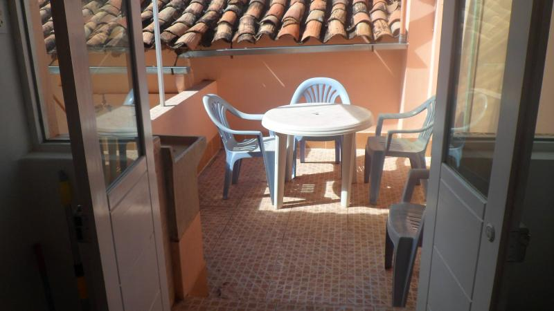 shared terrace with lots of sun!